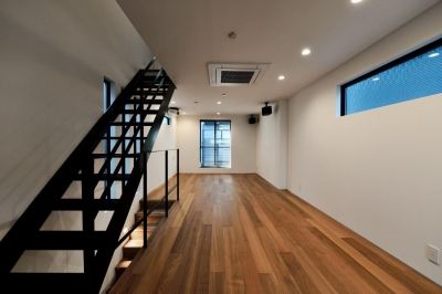 2F:LDK (世田谷区N様邸 輸入タイルや3種類の床材など素材を楽しむ家)
