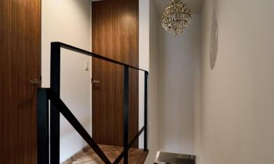 世田谷区N様邸 輸入タイルや3種類の床材など素材を楽しむ家 (3F:廊下)