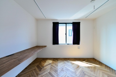 世田谷区N様邸 輸入タイルや3種類の床材など素材を楽しむ家 (3F:書斎)