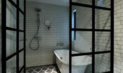 ホテルライクなバスルーム|世田谷区N様邸 輸入タイルや3種類の床材など素材を楽しむ家