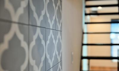 キッチン:モロッコ輸入タイル|世田谷区N様邸 輸入タイルや3種類の床材など素材を楽しむ家