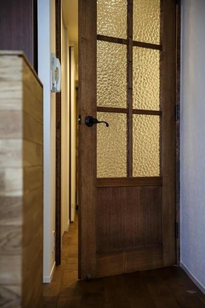 造作ドア (室内窓がつなぐリビングと書斎)