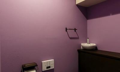 室内窓がつなぐリビングと書斎 (トイレ)
