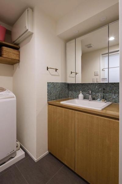 洗面 (室内窓がつなぐリビングと書斎)