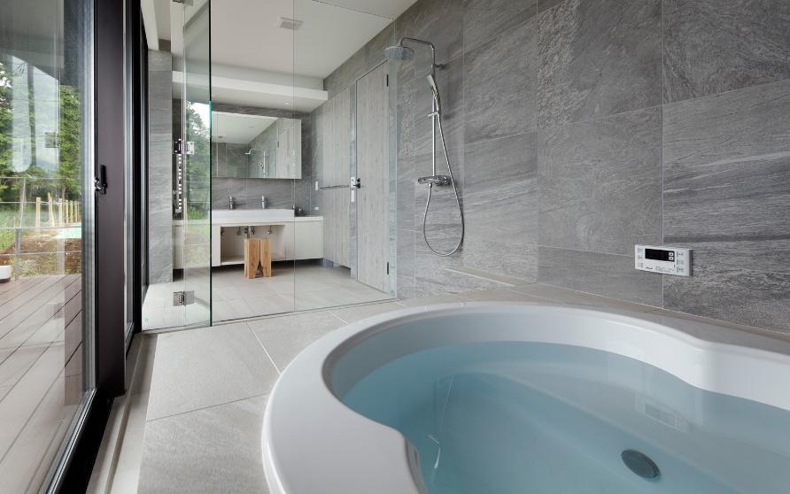 芦ノ湖の別荘の写真 開放的なバスルーム