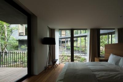 ヤマノイエ (プライベートテラスのある寝室)