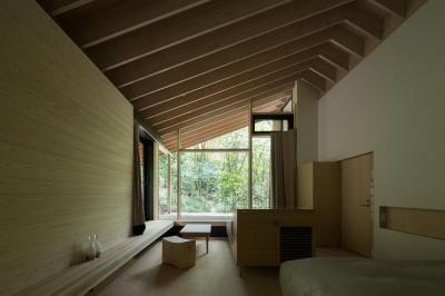 森の中の寝室 (ヤマノイエ)