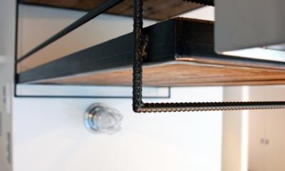 鉄筋で作ったキッチン吊棚|国立 団地リノベーション