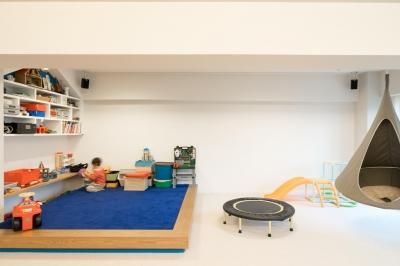 元気いっぱいのブルーのじゅうたん (子どもの小上がりのある家 すくすくリノベーションvol.9)