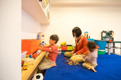 リラックスできるじゅうたんの子ども基地 (子どもの小上がりのある家 すくすくリノベーションvol.9)
