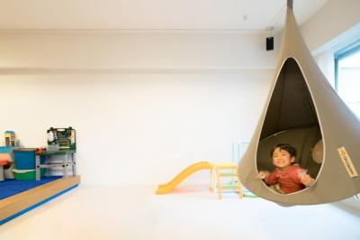 ハンモックも吊るせるゆとりのリビング (子どもの小上がりのある家 すくすくリノベーションvol.9)