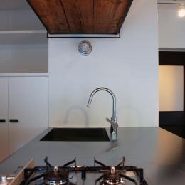 国立 団地リノベーション-ステンレストップのキッチン