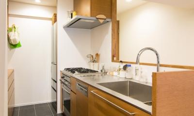 シンプル動線のオーダーキッチン|子どもの小上がりのある家 すくすくリノベーションvol.9