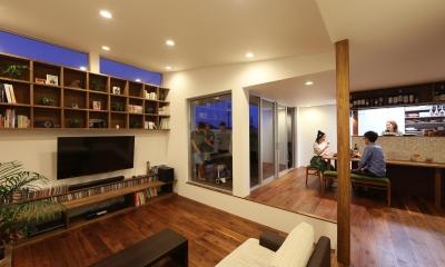 カフェスタイルのオープンスペースがある家。「理想を忘れなかったから生まれた空間です。」