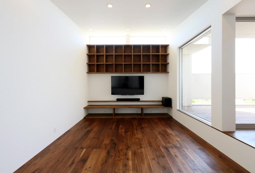 家の中で一番良い場所にリビングを置く。「理想を忘れなかったから生まれた、素敵な2階リビングです」 (リビング)