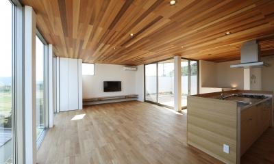 カーテン要らずの爽快な暮らし。高台立地で選ぶ、2階LDK。「非日常が日常になる家」 (LDK)