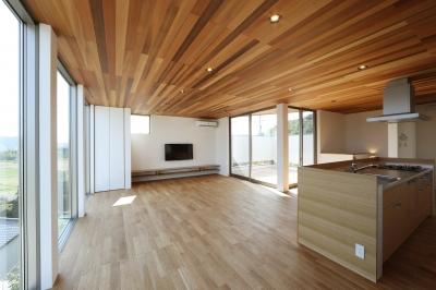 LDK (カーテン要らずの爽快な暮らし。高台立地で選ぶ、2階LDK。「非日常が日常になる家」)
