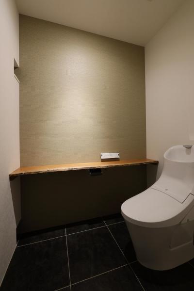 カーテン要らずの爽快な暮らし。高台立地で選ぶ、2階LDK。「非日常が日常になる家」 (トイレ)