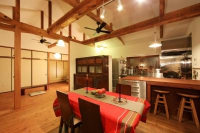和室をなくし、料理教室が開ける広々DKへ。床も張替えて、レトロモダンなダイニングに。 (LDK)