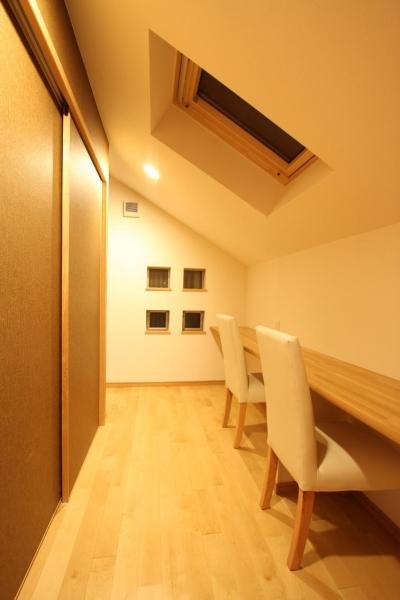 寝室の中の書斎 (都市型住宅リフォームの必須条件)