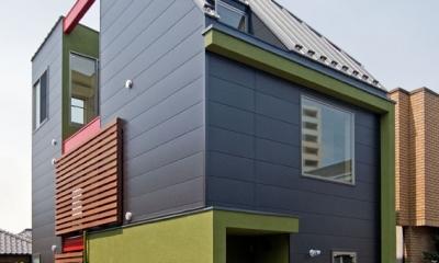 陽が降り注ぐライトコートのある家/東京都阿佐ヶ谷の家 (敷地18坪に建てた木造3階建て住宅)