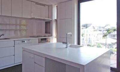 D邸 (白いアイランドキッチン)