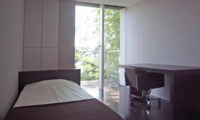 D邸 (ウッドデッキテラスと一体感のある寝室)