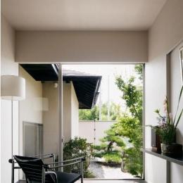 S邸 (庭の景色をゆったりと眺めることができるくつろぎの空間)