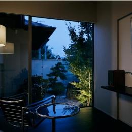 S邸-庭の景色をゆったりと眺めることができるくつろぎの空間ーライトアップ