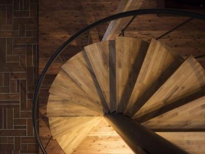 階段 (SUGISMILE モデルハウス)