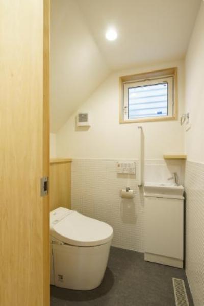 明るいトイレ (巣鴨の家)