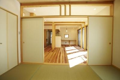 四つ葉 〜光溢れる木の家〜 (リビングダイニングキッチン和室)
