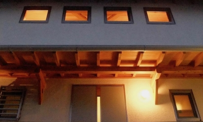 四つ葉 〜光溢れる木の家〜 (アプローチ)