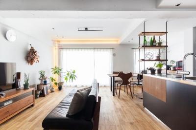 リビング (H邸-横浜の景色を生かすための「床上+40センチ」)