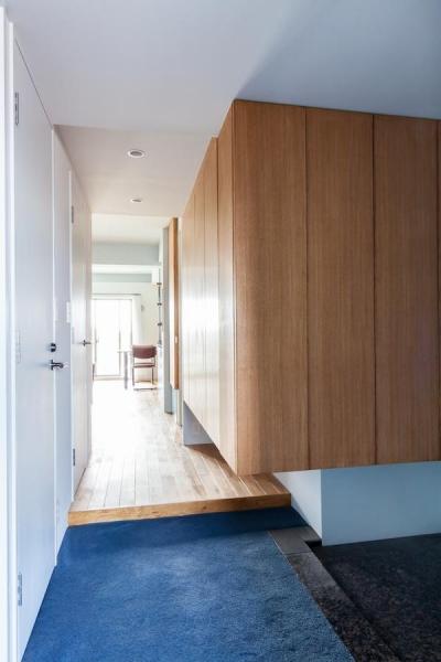 廊下 (H邸-横浜の景色を生かすための「床上+40センチ」)