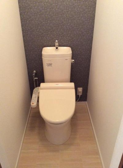 個性的な家具でナチュラルレトロなカフェ空間に! (トイレ)