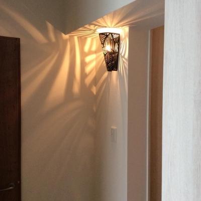個性的な家具でナチュラルレトロなカフェ空間に! (玄関)