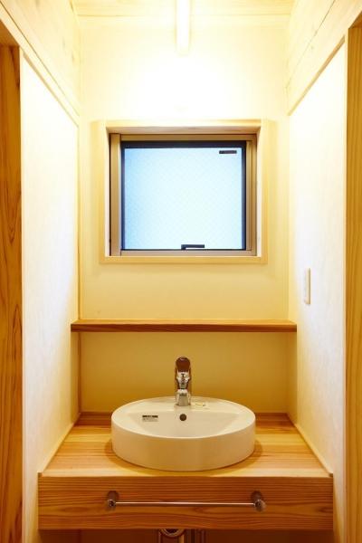 結 〜丸窓のある木の家〜 (洗面コーナー)