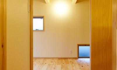 結 〜丸窓のある木の家〜 (寝室)