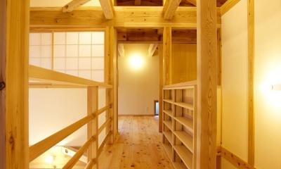結 〜丸窓のある木の家〜 (渡り廊下)