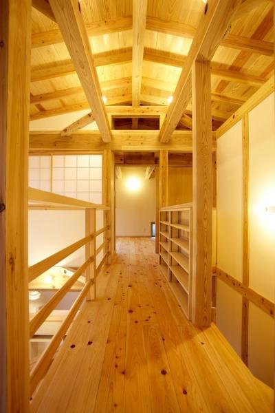 渡り廊下 (結 〜丸窓のある木の家〜)