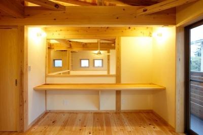 寝室 (結 〜丸窓のある木の家〜)