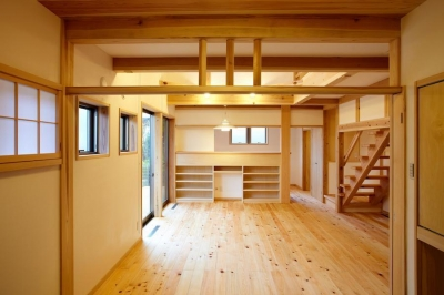 結 〜丸窓のある木の家〜 (リビングダイニングキッチン)