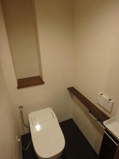 木目を基調としたリノベーション (トイレ)