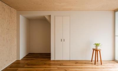 可愛らしく変わった、リノベーションアパートメント (リビング|リノベーションアパートメント|東京都北区)