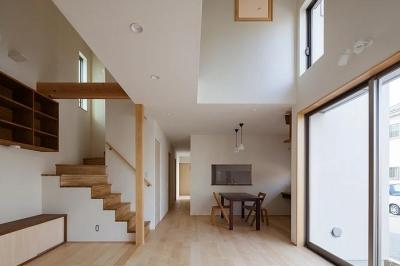 葛飾の家/IW邸 (吹き抜けのあるリビングから見る)