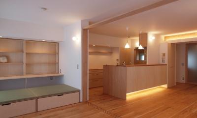 引き込み障子と小上がり畳の可変性を持たせたリノベーション (キッチン+カウンター収納は大工造作)