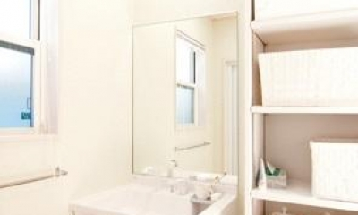 N邸 (車椅子対応洗面台と収納棚)