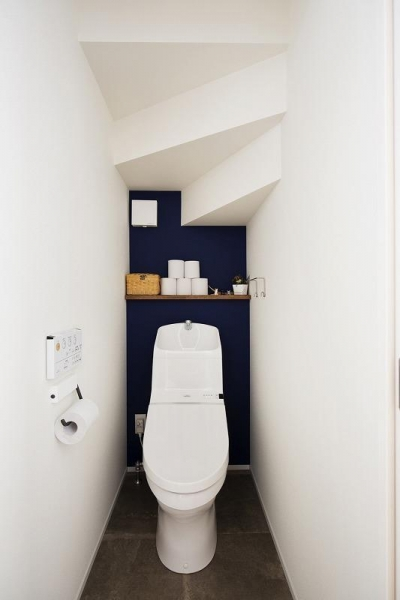 トイレ (小上がりの畳スペースを有効活用)
