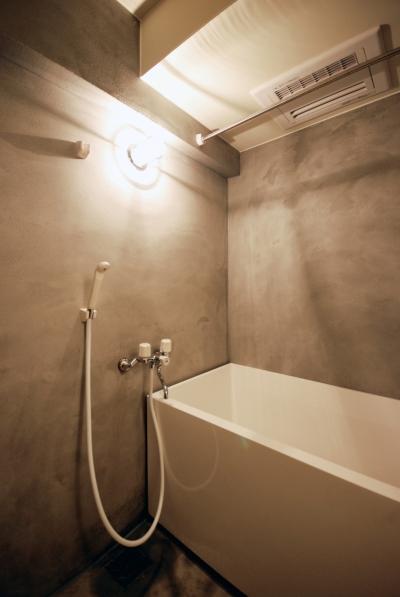 モルタル仕上げのお風呂 (宮前台 個人邸 マンションリノベーション)